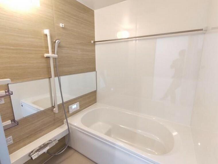 浴室 【リフォーム完成】お風呂はハウステック製の1616サイズ(1坪)の新品に交換しました。浴室暖房乾燥換気扇も付いていますので、雨の時の洗濯物を干す際にも便利ですよ。