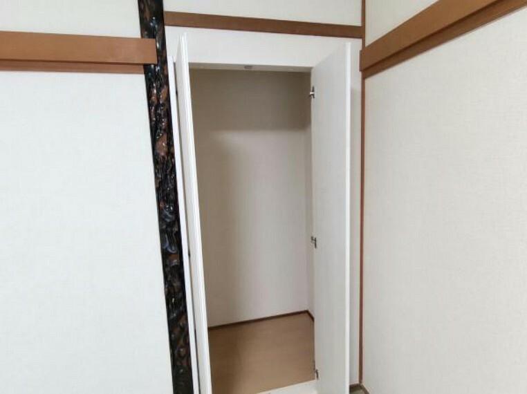 【リフォーム完成】1階和室の収納内部になります。小さいながらも各部屋に収納があるのは良いですね。