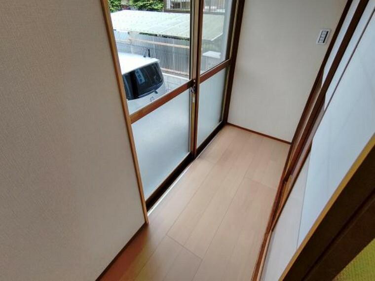 【リフォーム完成】1階和室の縁側スペースになります。物置やガーデニングスペースにもちょうど良いですね。