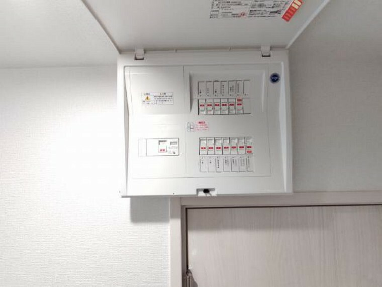 【リフォーム完成】当該住宅の電気を司る分電盤も交換しました。安心して電気をお使いください。