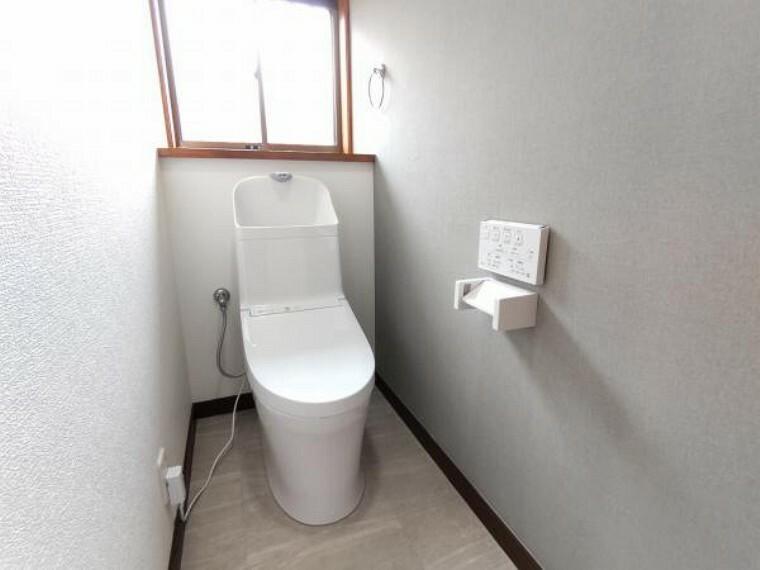 トイレ 【リフォーム済】TOTO製のトイレに新品交換しました。直接お肌に触れるものが新しいと嬉しいですね。