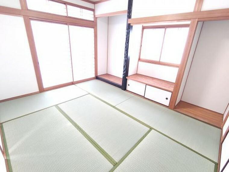 【リフォーム済】1階6帖の和室です。畳は表替えを行いました。イグサの香りに癒される、居心地の良いお部屋に仕上がっています。