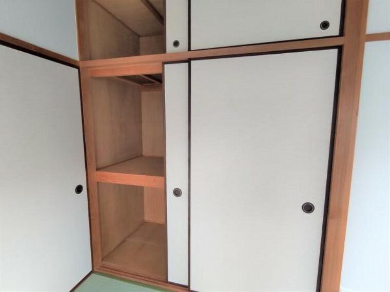 収納 【リフォーム済】2階和室の収納です。襖は張替えを行いました。約1帖分の広さがあるのでお布団も楽々収納できますね。