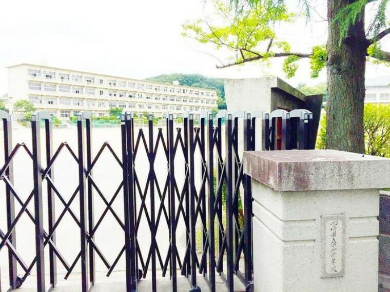 中学校 岡崎市立甲山中学校 徒歩16分。