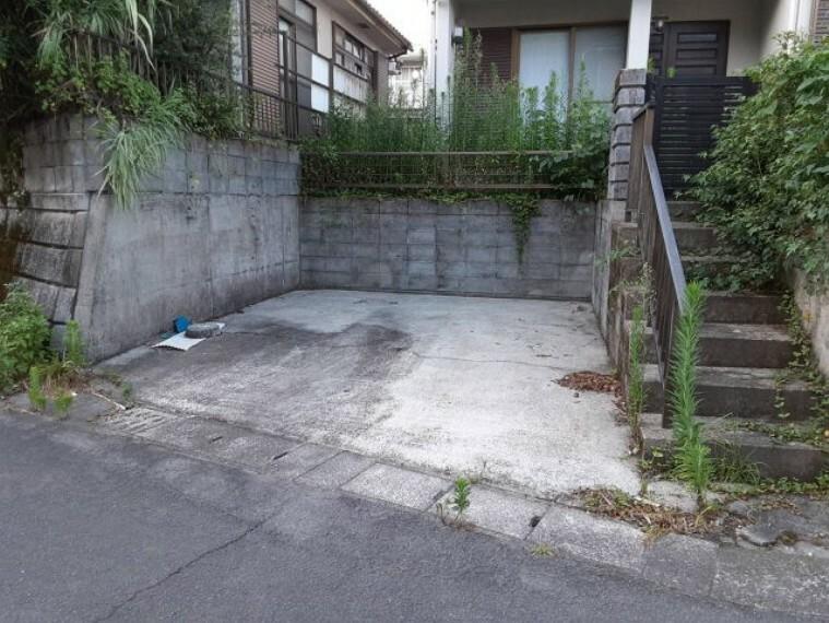 駐車場 現在は1台ですが、庭がありますので増設できます。