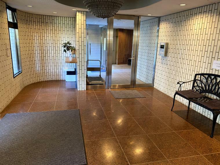 エントランスホール 入口ホール