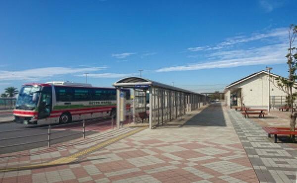 東京湾アクアライン高速バスを利用し、東京・神奈川方面へスムーズにアクセス[分譲地から約700m](2019年12月撮影)
