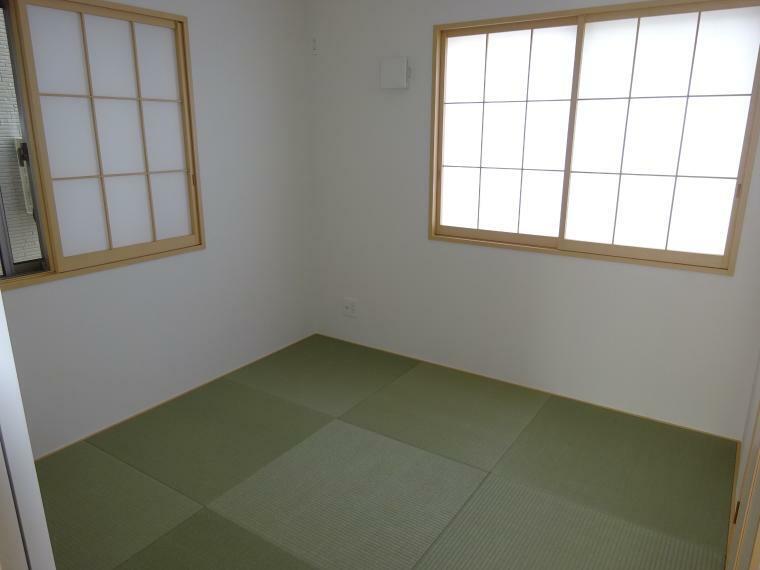 和室 約4.5帖の和室があります