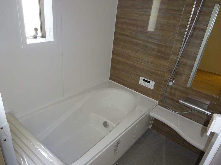 浴室 暖房、換気乾燥機能付きの浴室
