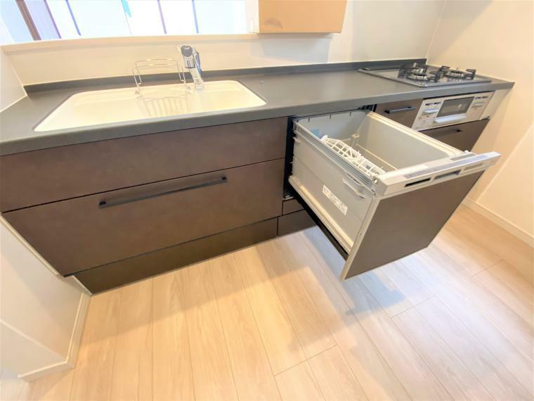キッチン 4号棟 キッチン 食器洗浄乾燥機付きのキッチンは各棟、カラーは異なります!