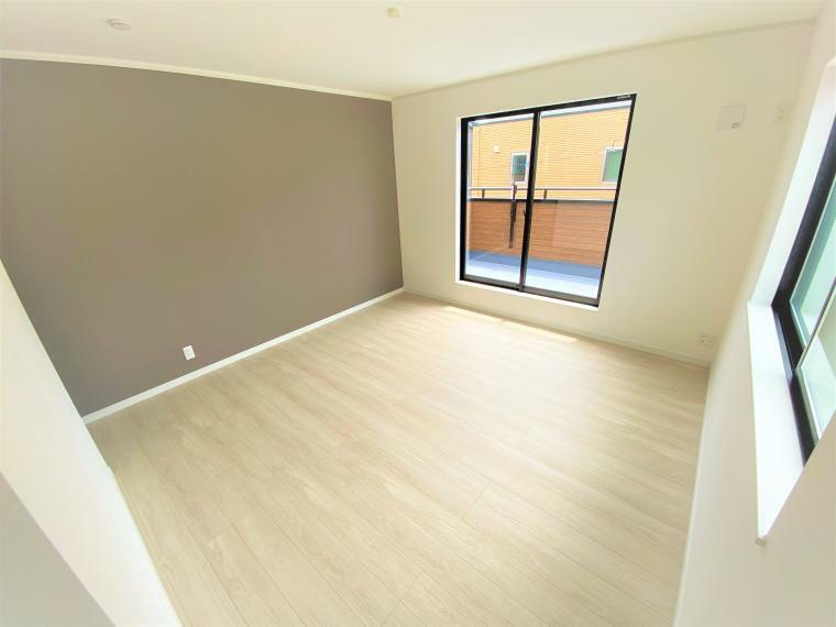 寝室 4号棟 寝室(2号棟も同仕様) 8.5帖の広さがある空間はベッドにテレビ台も置けます!