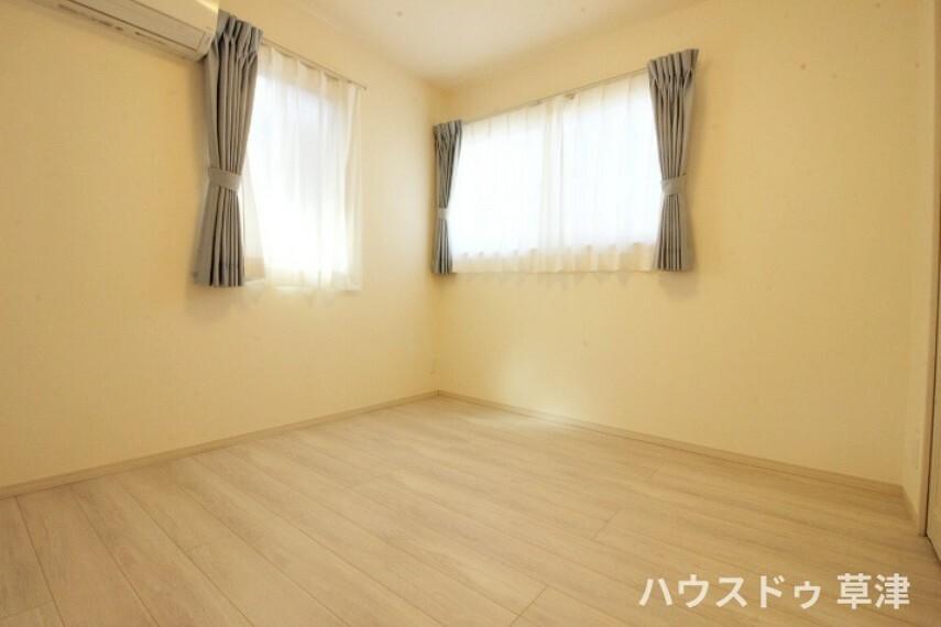 洋室 全居室収納完備。収納家具を減らして広々空間をお楽しみいただけるように工夫されていますね。