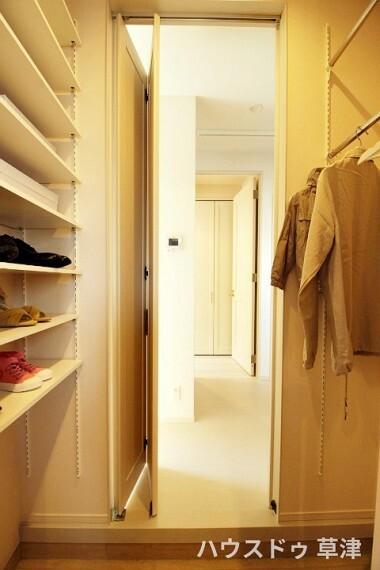 収納 玄関ら直接洗面所にアクセス可能です。お子様が帰ってきた時などに活躍しそうですね。