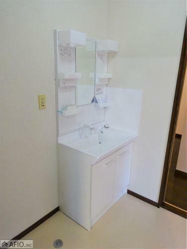 洗面化粧台 使いやすいシンプルな洗面化粧台。毎日の支度はここから始まります。