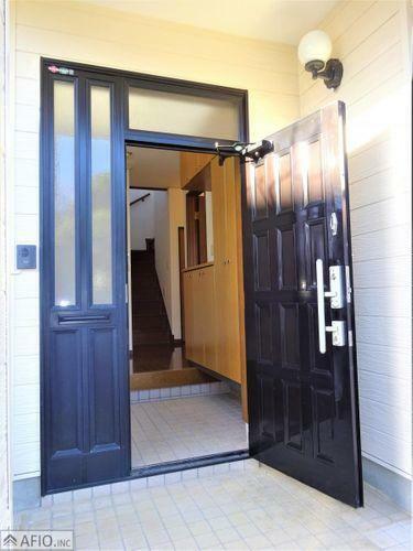玄関 開放感のある広々とした吹抜け玄関