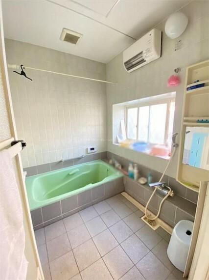 浴室 ゆったりとした浴室