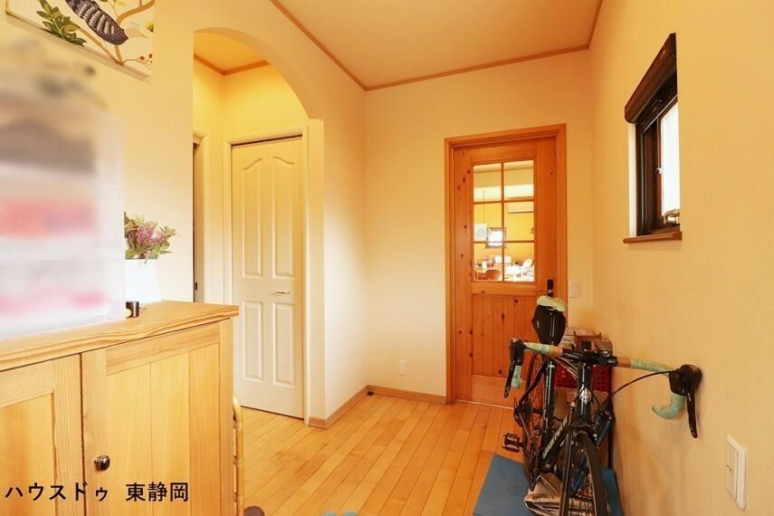 玄関 玄関は家族やお客さまを華やかにお出迎えしてくれますね