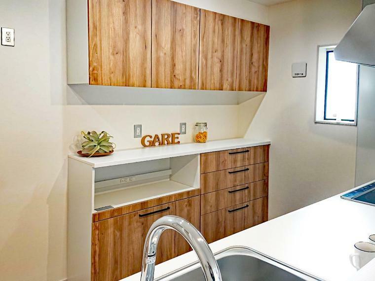 キッチン キッチンキャビネットには収納タイプのダストボックス付きです。