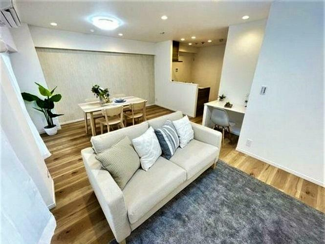 リビングダイニング 家具付き販売!フルリノベーションのお部屋、ピッタリの家具も付いてます。