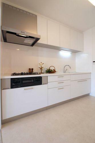 キッチン 白を基調とした明るいキッチン空間