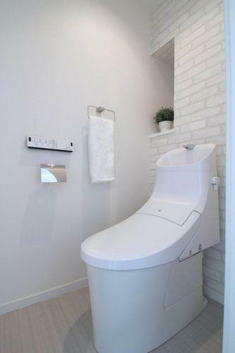 トイレ アクセントクロスの映えるトイレ