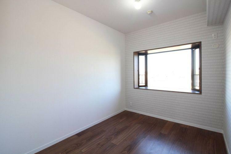 子供部屋 北側でも窓があり明るい洋室