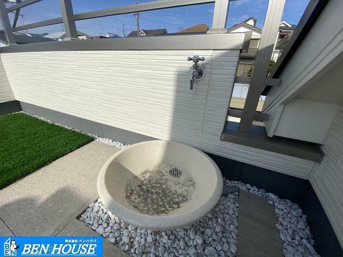 バルコニー スカイバルコニーの様子・水栓や電源も完備しており、ちょっとした屋上庭園やガーデニング・家庭菜園なども楽しむことができますね・住宅ローンのご相談も賜ります・是非 ご確認ください