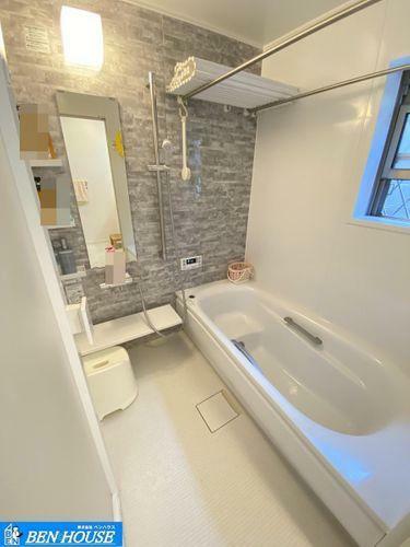浴室 ・足を伸ばしてゆったりと入れる広々バスルーム。・お子様との団らんの時間にもピッタリです。・雨の日のお洗濯に便利な浴室乾燥機完備で安心ですね。・こちらの物件のご案内はご予約制となります。