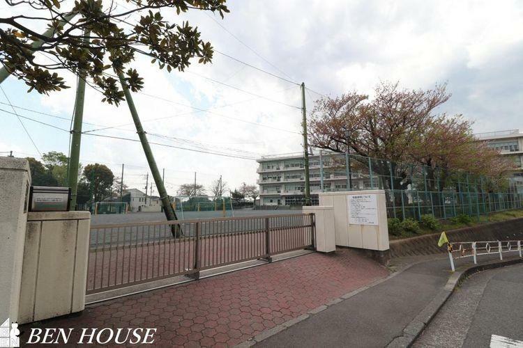小学校 横浜市立平戸台小学校 徒歩11分。教育施設が近くに整った、子育て世帯も安心の住環境です。