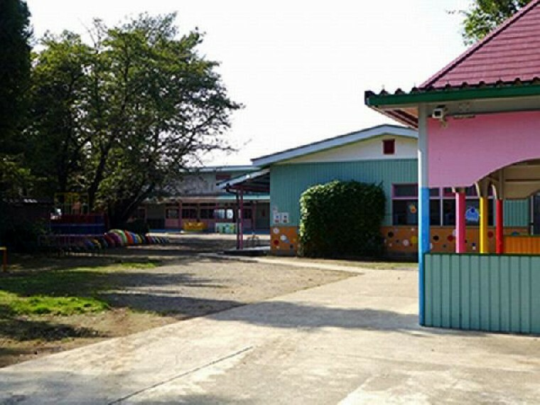 妻沼幼稚園・・・仏教精神を基調とし個性に輝き、元気で明るくおおらかで協調性と耐力のある子供たちに育つよう教育に力を入れている幼稚園です。春の桜が満開でとてもキレイです。