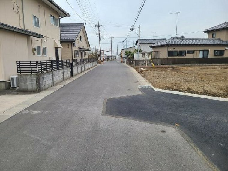 現況写真 前面道路写真・・・(3.25撮影)