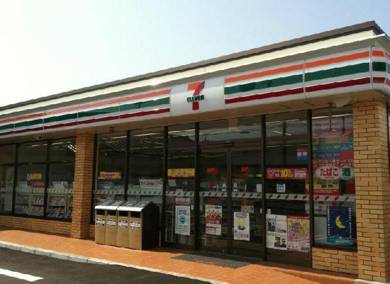 セブンイレブン・・・ちょっとしたお買い物だけでなく、ATMの利用、各種料金支払いなどにも便利ですね。