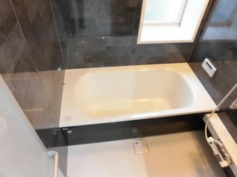 浴室 浴室はハウステック製の新品のユニットバスに交換しました。足を伸ばせる1坪サイズの広々とした浴槽で、1日の疲れをゆっくり癒すことができますよ。