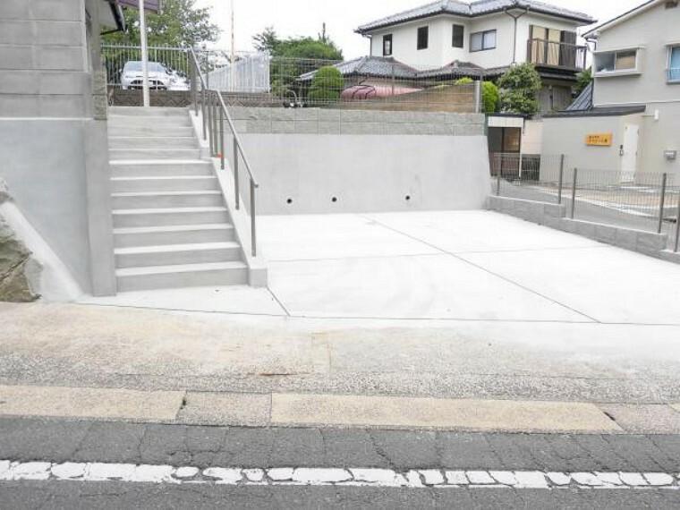 外観写真 【駐車場】車庫を解体し、駐車スペースを広げました。2台駐車可能なスペースを確保しました。