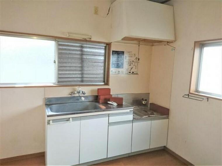 キッチン 【リフォーム中】フリースペースです。キッチンだったところを間取り変更し、玄関の近くの収納に知ることで使い勝手の良いスペースになります。