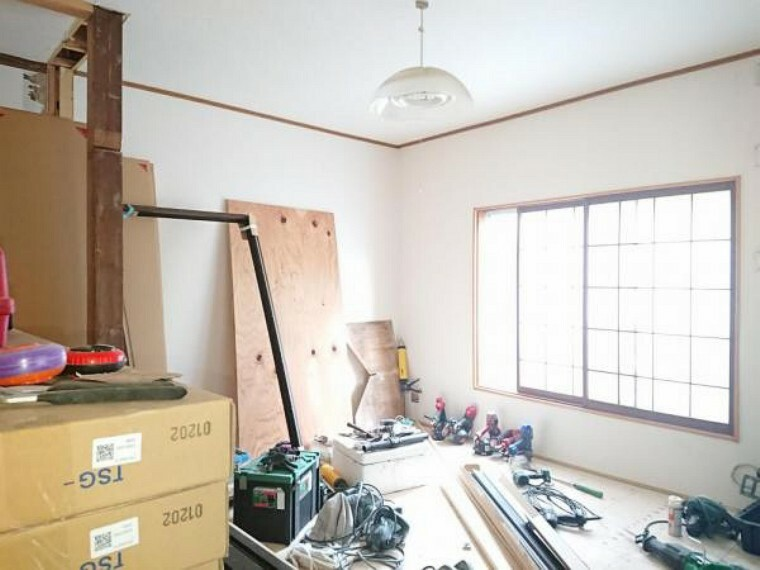 【リフォーム中】1階北側6帖洋室です。幅のあるクローゼットを設置するので収納もラクラクですよ。