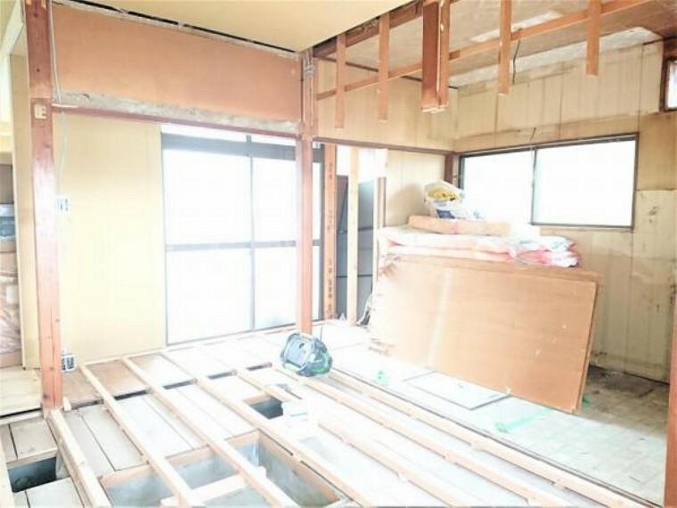 【リフォーム中】1階南西側6.5帖洋室別角度です。収納や書斎があるのでご主人のお部屋にもぴったりですね。
