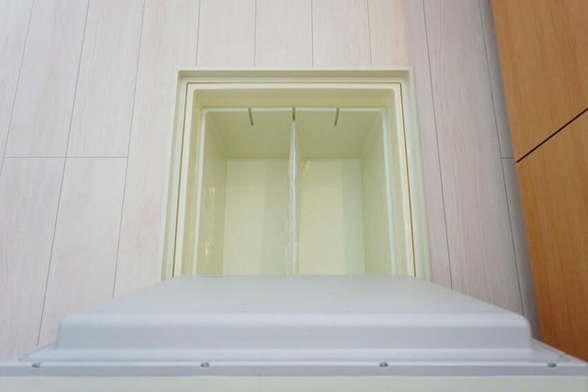 収納 キッチンに床下収納があります。長期保存ができるもの、あまり使わないもの、シーズンものの調理器具、防災グッズを入れておくのもいいですね。