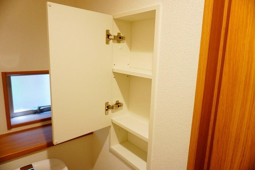 収納 トイレには扉付きの収納棚が付いています^^