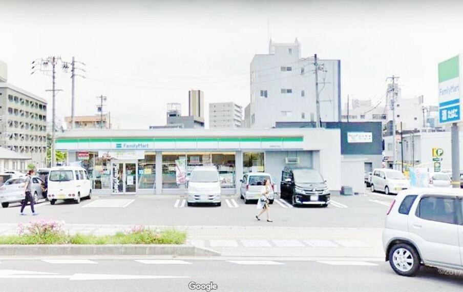 コンビニ ファミリーマート岡崎明大寺店 徒歩9分。