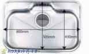 (全面エンボス加工ステンレスシンク)傷や汚れが付きにくい全面エンボス加工シンクです。シンク底面の裏面に制振材を装着し、水はねの音や食器が当たる音を大幅に軽減する静音仕様です。