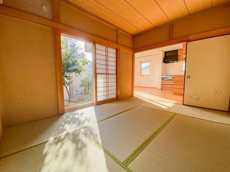 和室 リビングに続く和室は広がりを感じます。また客間など用途多様です。