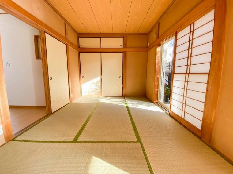 和室 畳の香りに癒され、和の空間を感じることのできる落ち着きある一部屋です。