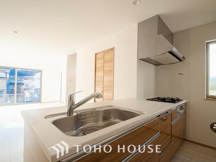 キッチン 機能的で使い勝手のよさそうなキッチン。明るく清潔感があります。
