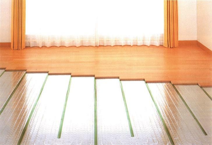 構造・工法・仕様 TES温水式床暖房(参考写真) 寒い時期のお部屋を足元から暖める床暖房を採用。空気の汚れ、においの心配もなく小さいお子様やお年寄りの方も安心です。