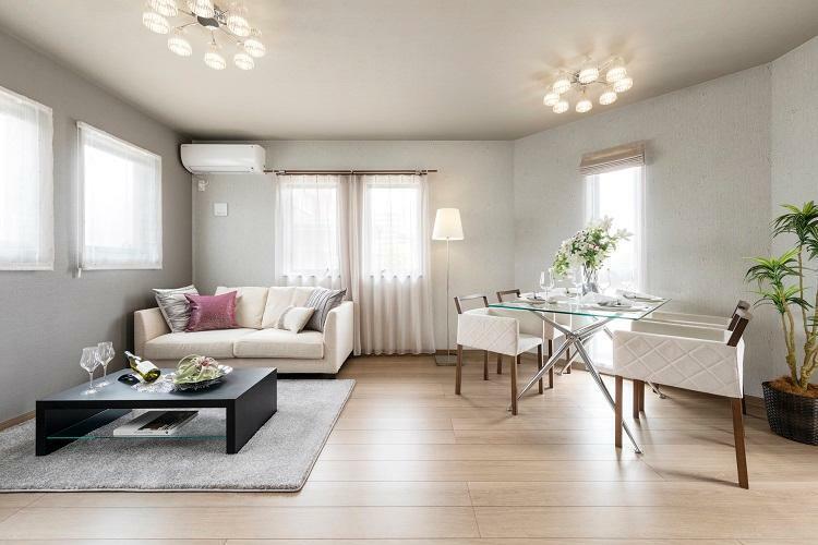 リビングダイニング 明るく風通しの良いリビング空間。(6号棟 2021年4月撮影)※家具・調度品は販売価格に含まれません。