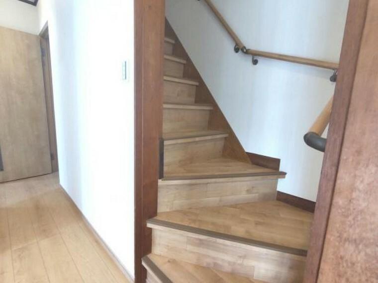 【リフォーム済】階段です。踏板はクッションフロア張り、手すりは交換いたしました。