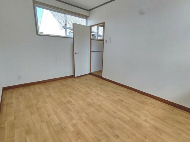 【リフォーム済】2階西側洋室の別角度です。