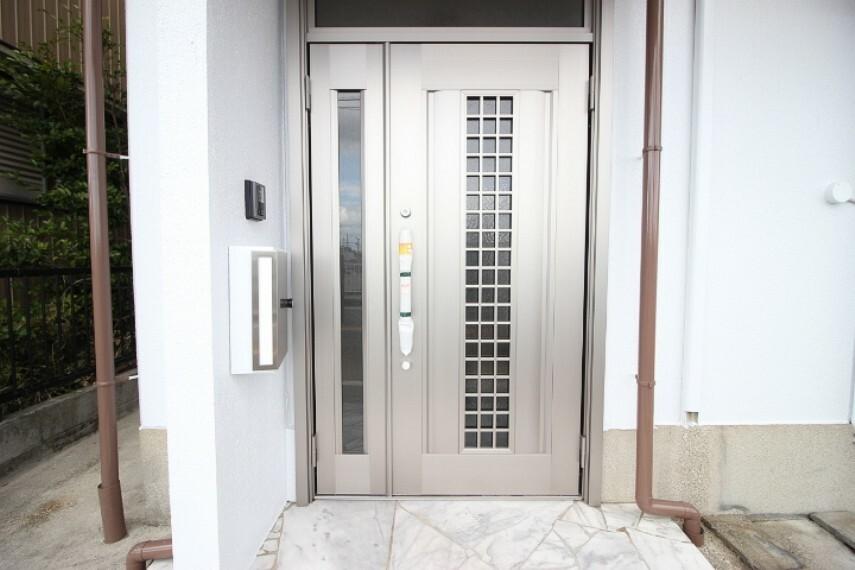 共用部・設備施設 新しい玄関扉がお出迎え!