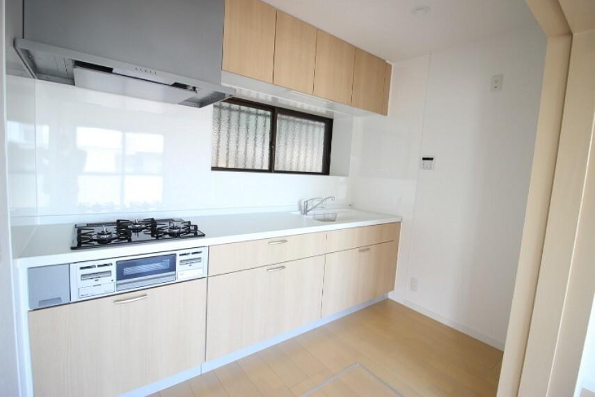 キッチン 汚れが飛び散りにくい壁付キッチン